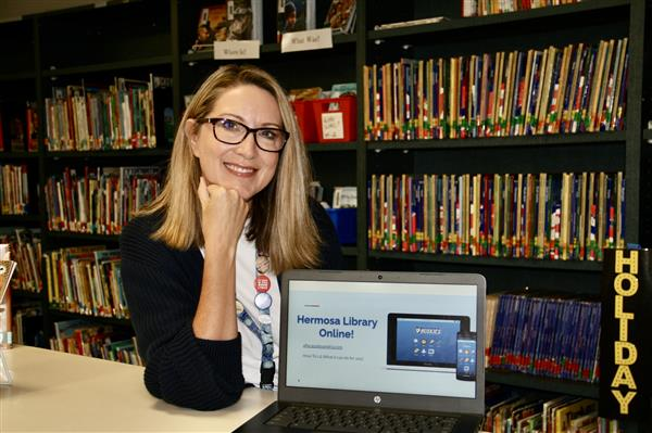 Hermosa Curbside Library Keeps Students Reading During Distance Learning